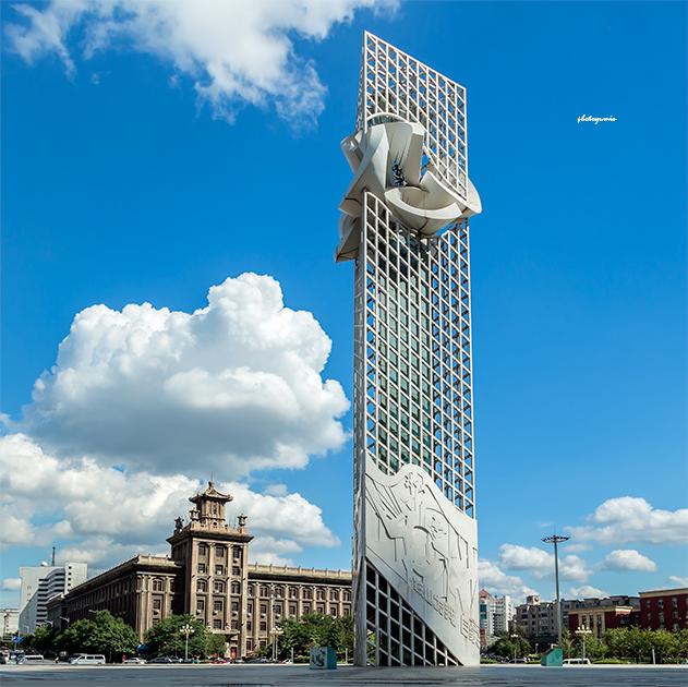 胜利广场,主题雕塑